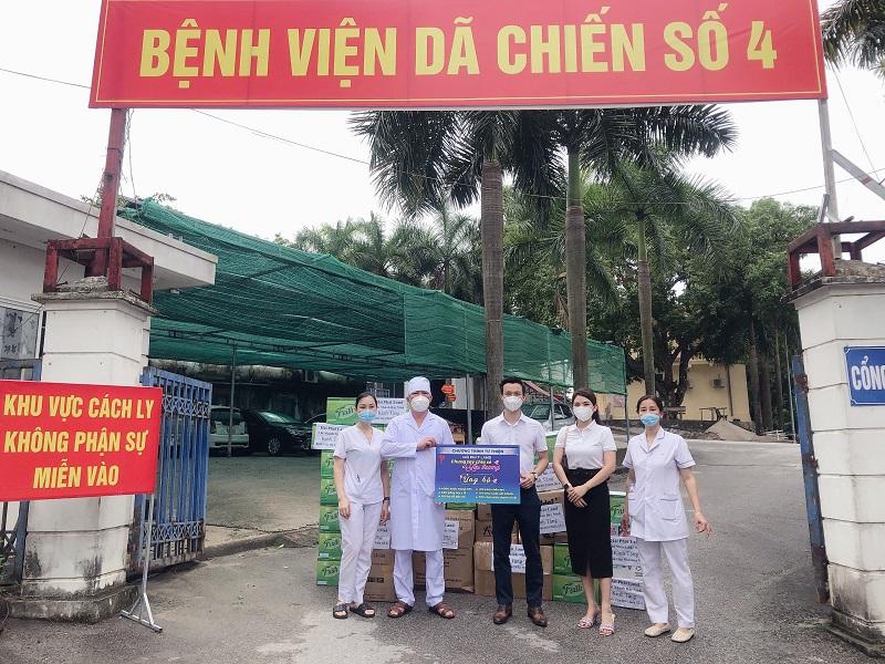 """Chi nhánh Bắc Ninh Hải Phát Land trao quà ủng hộ Bệnh viện Dã chiến ố 4 tại """"tâm dịch"""" Bắc Ninh"""